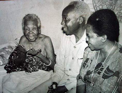 Nyerere,mama yake na mkewe
